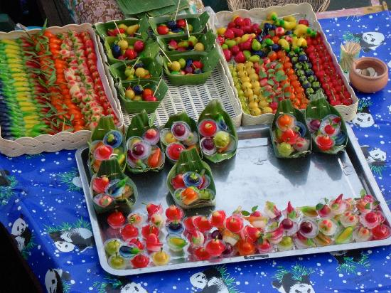 Hat Yai Floating Market: Colour dessert. This is a famous thai dessert. It is sweet and has mung bean paste filling.