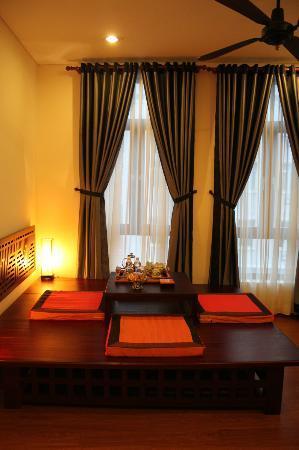 Nam Bo Boutique Hotel: Salón de la Junior Suite