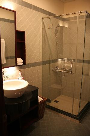 Nam Bo Boutique Hotel: Baño