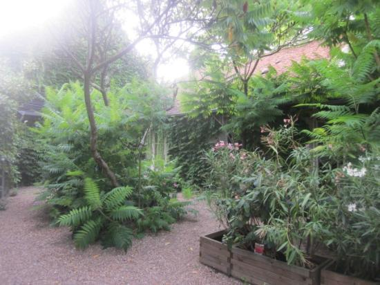 Auberge du Bon Laboureur : Beautiful gardens
