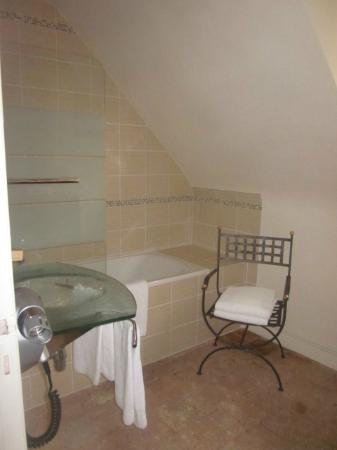 Auberge du Bon Laboureur : Bathroom in room #25