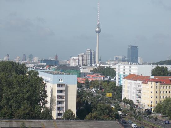 Vienna House Andel's Berlin: il panorama dalla finestra della stanza