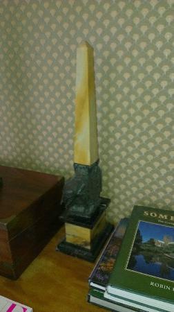 Marston Lodge Hotel: Elephant & obelisk 2