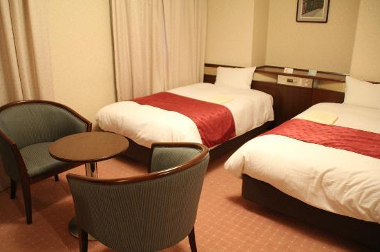 Hotel Keihan Kyoto Grande: Twin room on 9th floor