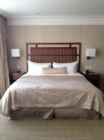 Shangri-La Hotel, Vancouver: The bed