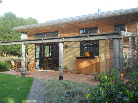Earthstead Villas: The Cob Cottage