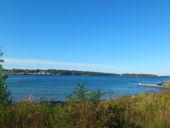 Wireless Bay Cottages: Tobermory downtown view