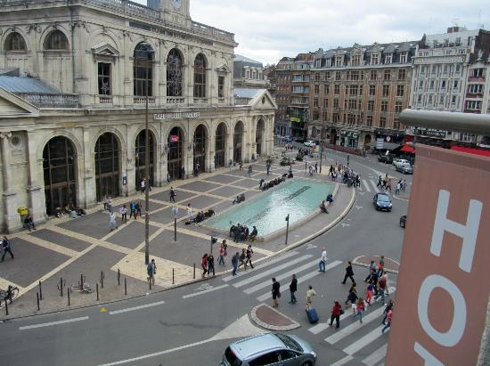 Hotel Flandre Angleterre : This square may be a bit noisy in the evening especially if you don't close the window.