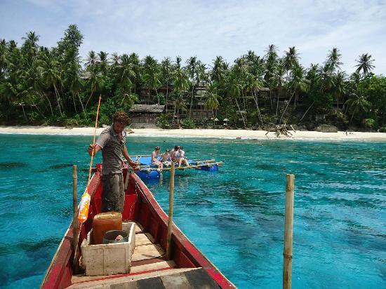 Sabang, Indonezja: Der Blick vom Fischerboot auf das Resort