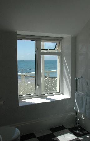 Ommaroo Hotel: Aussicht Badezimmer