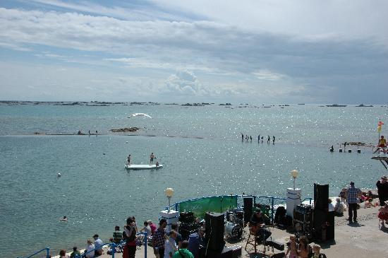 Ommaroo Hotel: Pool während des Seasidefestivals