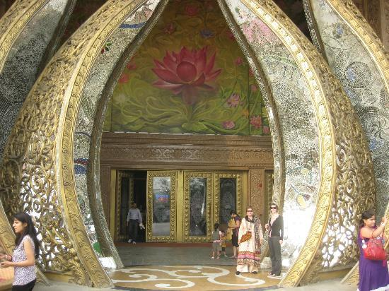 Kingdom of Dreams: Entry way to the Mainstage show - my favourite view