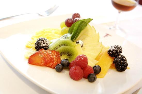 Franco's: Fresh fruit plate