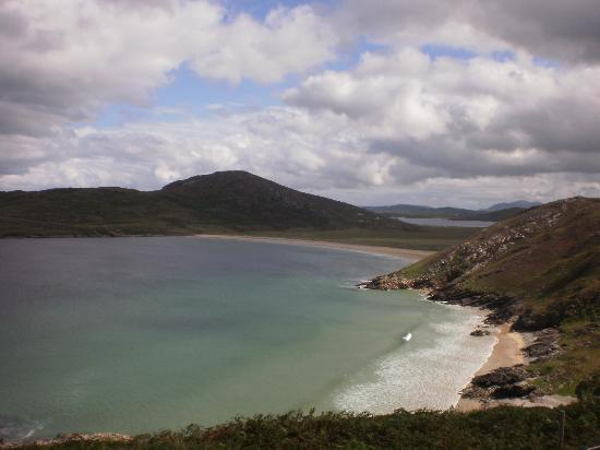 Tra Na Rosann Hostel: Tra na Rosann from above...the Atlantic Drive