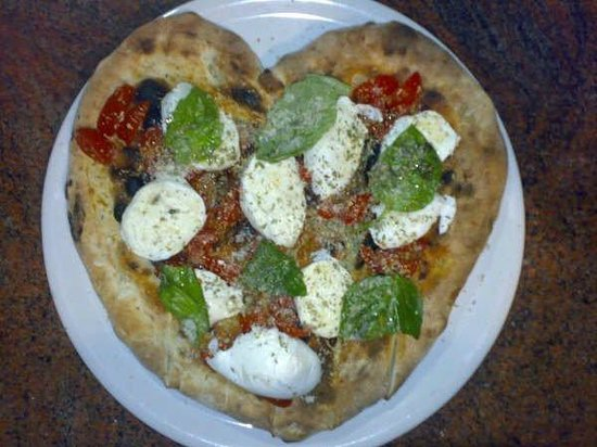 La Dragonara : Pizza Primavera a forma di cuore