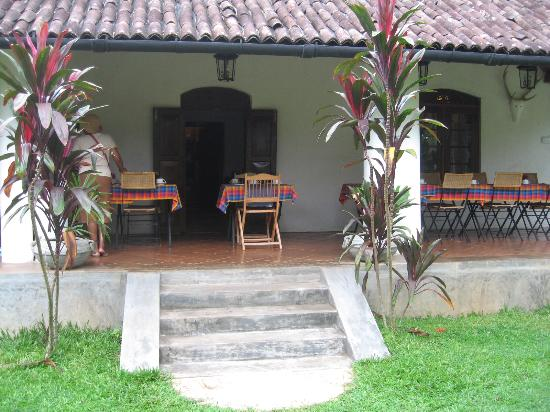 Athulya Villas: The dining area overlooking beautiful gardens
