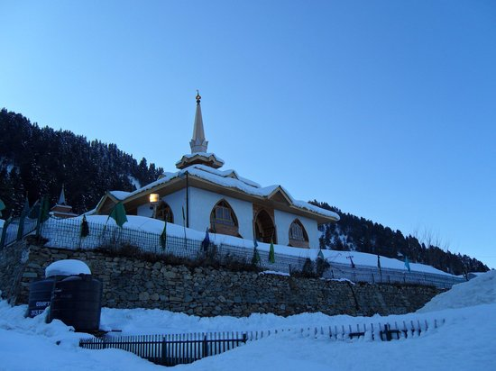 Gulmarg, India: Baba Reshi Shrine