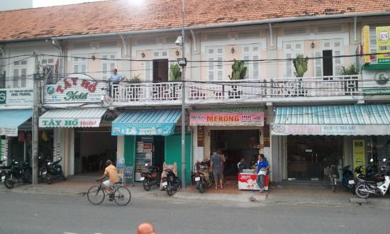 Mekong: Many forgeiners come here to drink beer every day