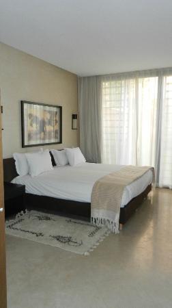 Al Maaden VillaHotel & Spa : chambre du bas