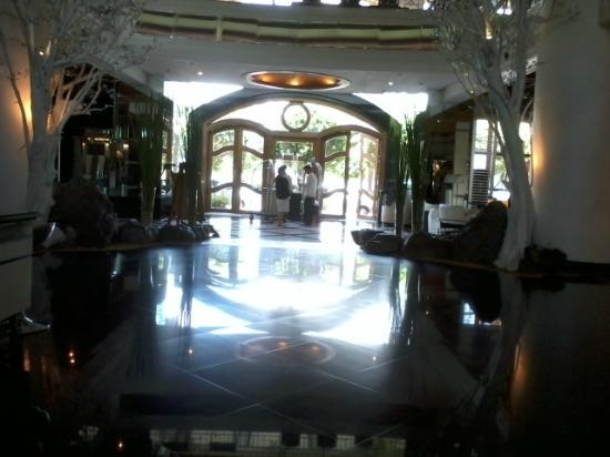 فيفر هوتل: lobby 