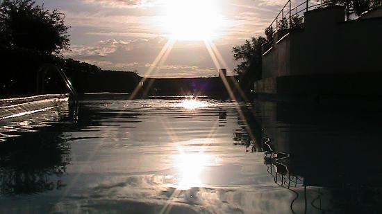 Borgo La Casaccia: Piscina al tramonto