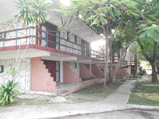 Islazul La Lupe: Chambres sur deux étages au 25 mars 2012.