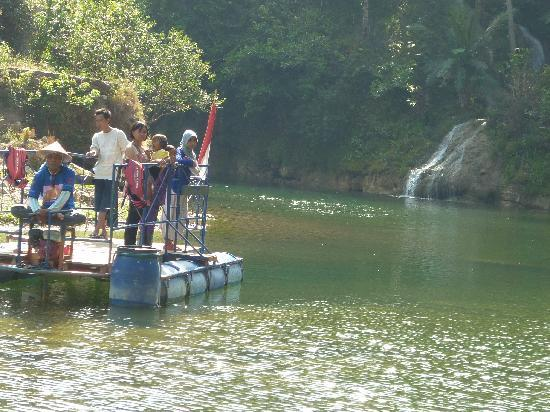 Gunung Kidul, Indonesia: ride a boat to get there