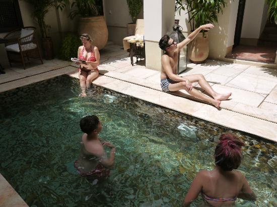 Riad Dixneuf La Ksour: Great pool - temperature just right