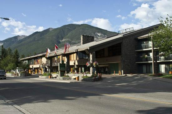 Banff Park Lodge Resort and Conference Centre: The front of the Banff Park Lodge Hotel, with the Gondola in the background
