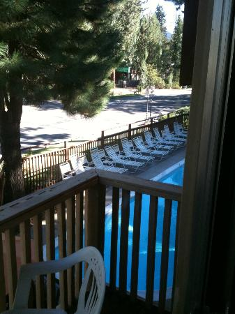 Americas Best Value Inn - Casino Center Lake Tahoe: balcony overlooks the pool