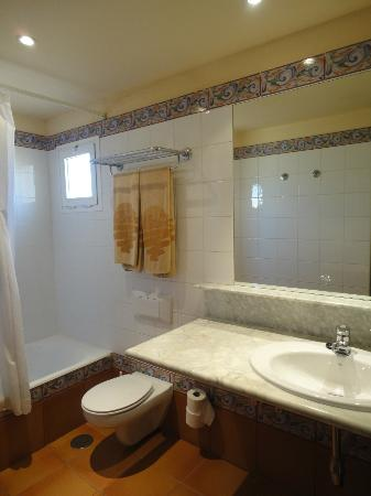 Hotel Royal Suite: Bagno in camera