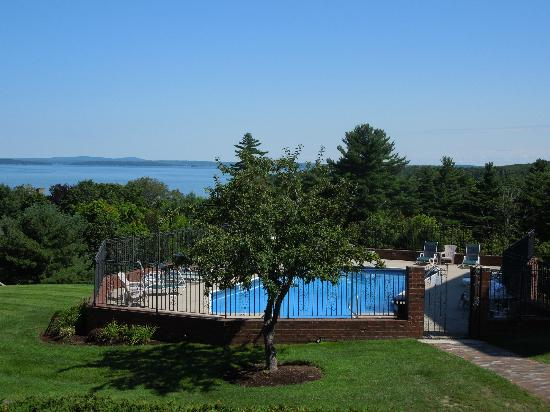 Bluenose Inn - A Bar Harbor Hotel: Beautiful view from the pool