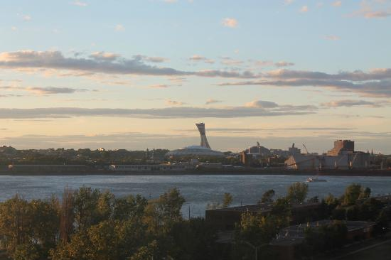 Sandman Hotel Montreal-Longueuil: Sunset from our room