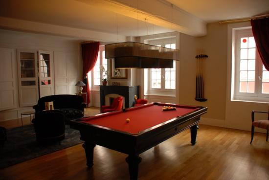 Le salon billard photo de hotel le griffon d 39 or bourg for Billard salon