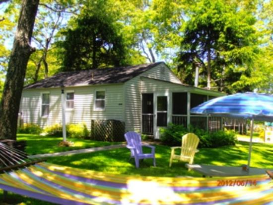 Bowen's by the Bays: Petunia Cottage