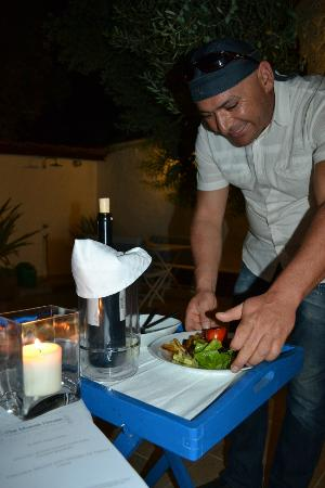 The Muses House Boutique Hotel: Dinner in the courtyard, exquisitely served!