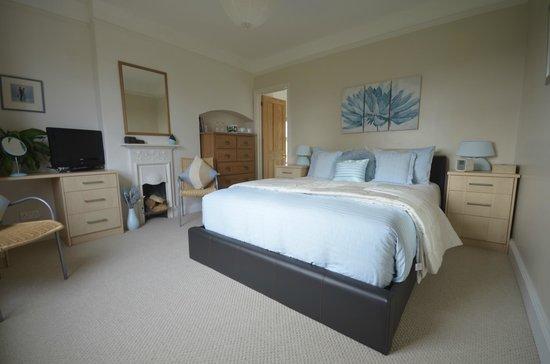Hill View: Sunrise Room