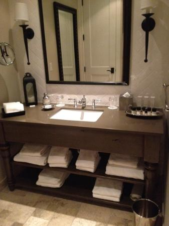 Hotel Yountville: bathroom