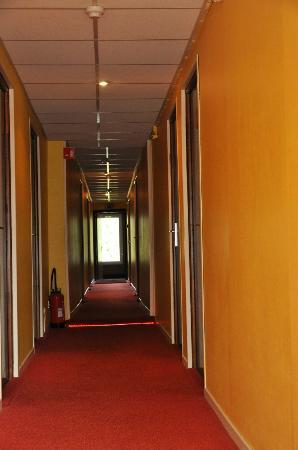 Hotel Belvedere: Le couloir Glauque selon Marie !?