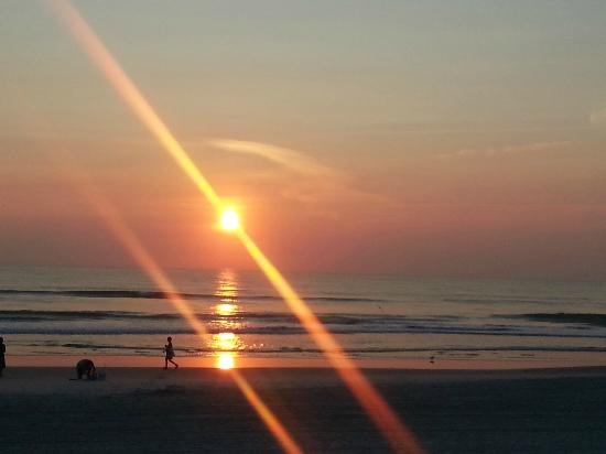 Holiday Inn & Suites Daytona Beach on the Ocean: Sunrise