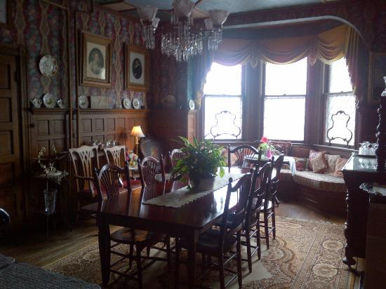 Captain Mey's Bed and Breakfast: Breakfast room