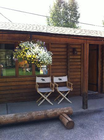 Buckrail Lodge: sweet little cabin room