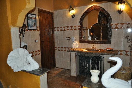 Kasbah Hotel Xaluca Arfoud: salle de bain