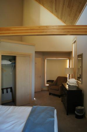 Surfside on Lake Superior: Room