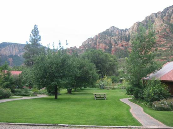 Orchard Canyon on Oak Creek: View of Red Rocks from upper cabins