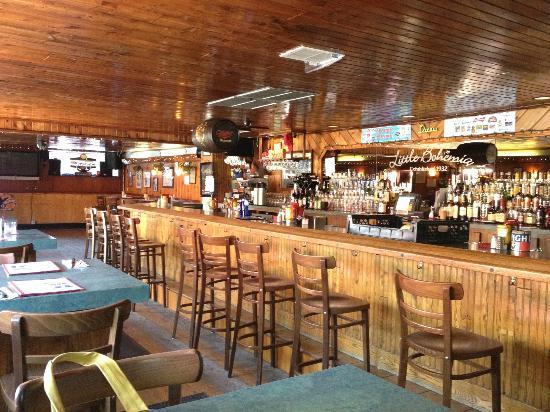 Little Bohemia - The West End Pub & Eatery: Friendly neighborhood bar