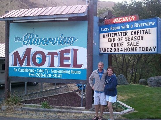 Riverview Motel: New Owners! Doing a wonderful Job....your stay here will be a great experience. Lg Rooms & CLE