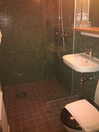 Var Gard Saltsjobaden: bathroom