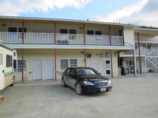 Bonanza Gold Motel & R.v. Park: outside of motel