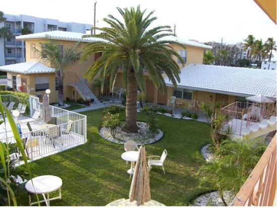Tropic Isle Beach Resort: Tropic isles garden 